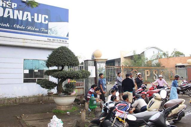 Dừng hoạt động vô thời hạn 2 nhà máy thép gây ô nhiễm bị người dân Đà Nẵng bao vây - Ảnh 1.