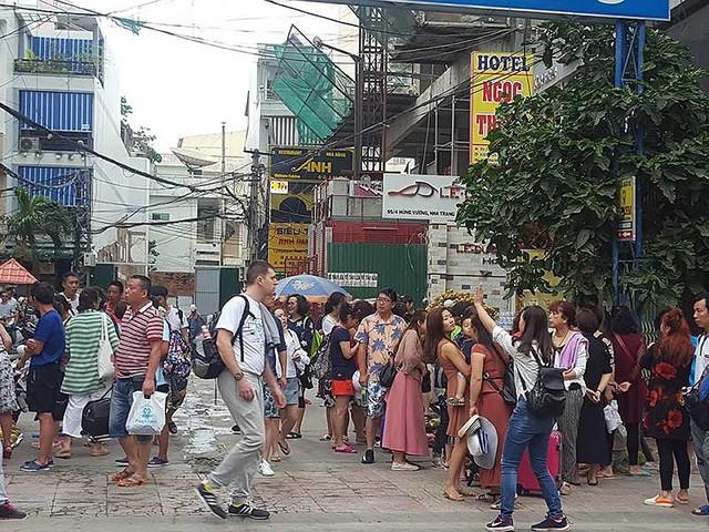 Nha Trang lúng túng trước làn sóng khách Trung Quốc - Ảnh 1.