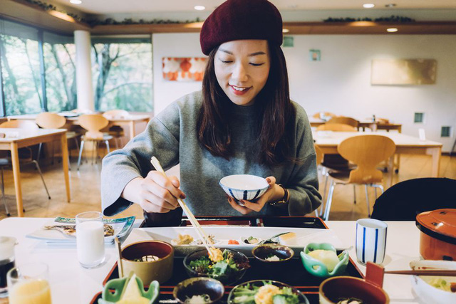 Trẻ ra vài tuổi so với tuổi thật nhờ học tập những thói quen ăn uống của phụ nữ Nhật - Ảnh 2.
