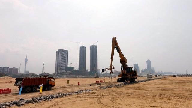 8 nước có nguy cơ rơi vào bẫy nợ của Trung Quốc - Ảnh 1.