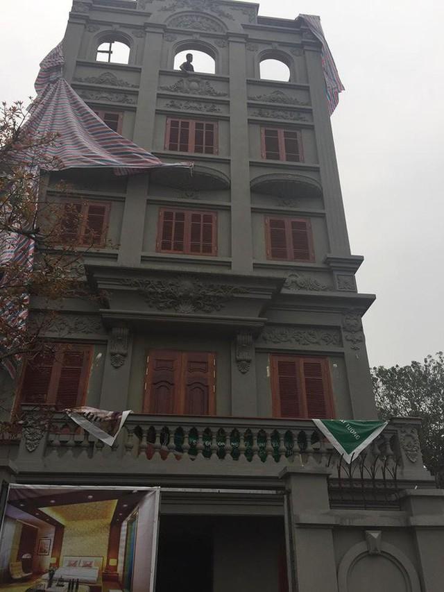 Đang phá dỡ biệt thự sai phép của cựu Cục trưởng Nguyễn Thanh Hóa - Ảnh 1.