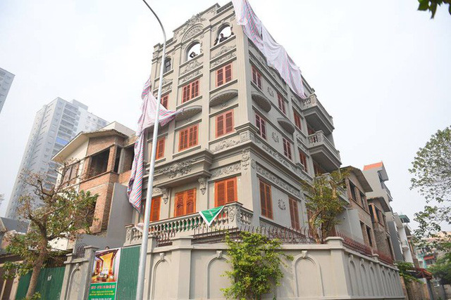 Clip: Đang phá dỡ phần sai phép biệt thự của cựu Cục trưởng Nguyễn Thanh Hóa - Ảnh 4.