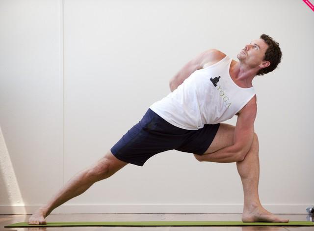 5 lý do khiến phái mạnh đừng nói KHÔNG với Yoga: Hãy vượt qua định kiến chỉ dành cho phụ nữ để thay đổi cuộc sống của bạn!  - Ảnh 1.