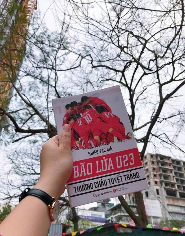 Trận đấu lịch sử của U23 Việt Nam được xuất bản thành sách: Những người hùng sân cỏ truyền cảm hứng cho cả một thế hệ trẻ - Ảnh 1.