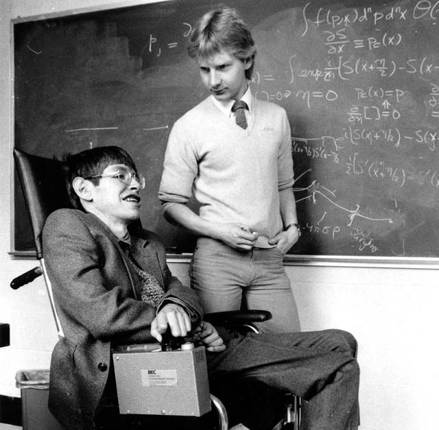 Cuộc đời phi thường qua ảnh của cố Giáo sư Stephen Hawking: Biểu tượng của lòng dũng cảm và là nguồn cảm hứng bất tận để bạn vượt qua mọi khó khăn - Ảnh 19.