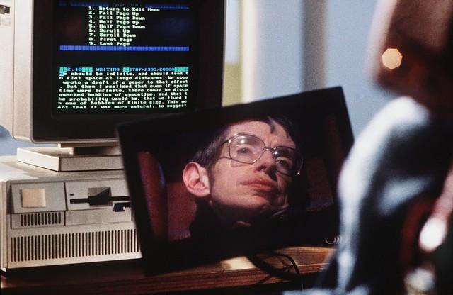 Cuộc đời phi thường qua ảnh của cố Giáo sư Stephen Hawking: Biểu tượng của lòng dũng cảm và là nguồn cảm hứng bất tận để bạn vượt qua mọi khó khăn - Ảnh 14.