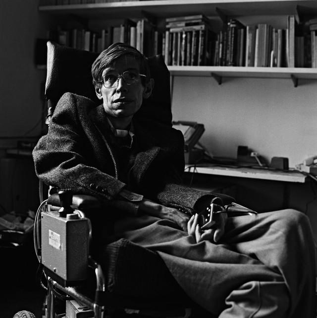 Cuộc đời phi thường qua ảnh của cố Giáo sư Stephen Hawking: Biểu tượng của lòng dũng cảm và là nguồn cảm hứng bất tận để bạn vượt qua mọi khó khăn - Ảnh 2.