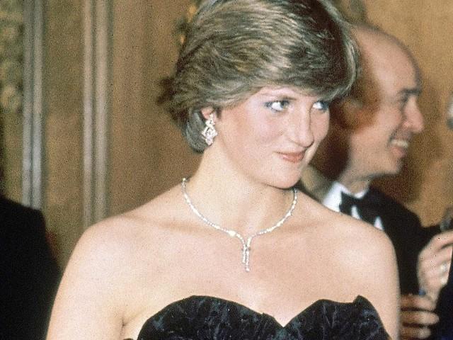 """Meghan Markle có nhiều điểm chung với Công nương Diana: Đây là cách bạn gái Hoàng tử Harry thể hiện lòng kính trọng đối với """"mẹ chồng"""" - Ảnh 7."""