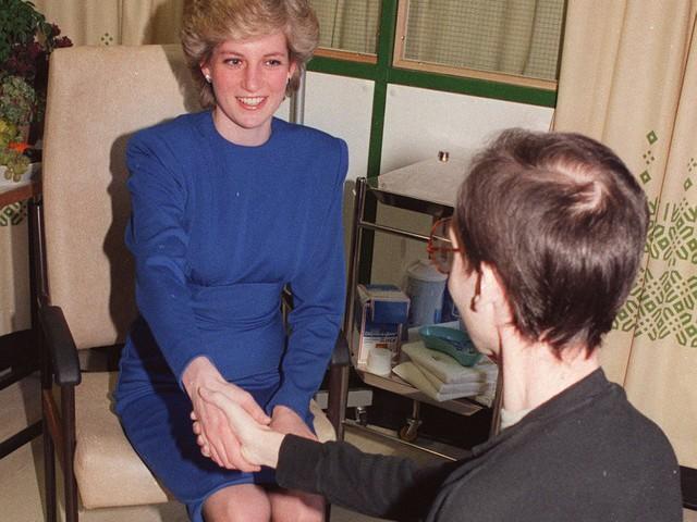 """Meghan Markle có nhiều điểm chung với Công nương Diana: Đây là cách bạn gái Hoàng tử Harry thể hiện lòng kính trọng đối với """"mẹ chồng"""" - Ảnh 11."""