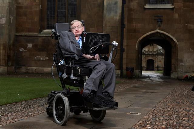 Sau sự ra đi của Stephen Hawking, đại học Cambridge chia sẻ đoạn video tưởng nhớ tới nhà vật lý vĩ đại của nhân loại - Ảnh 3.