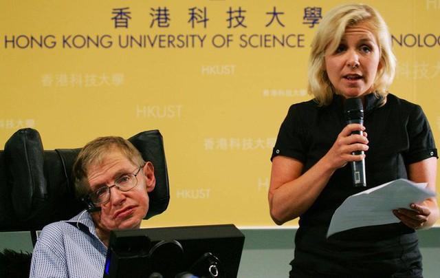 Thiên tài vật lý Stephen Hawking - người cha truyền cảm hứng và chưa bao giờ áp đặt con - Ảnh 1.