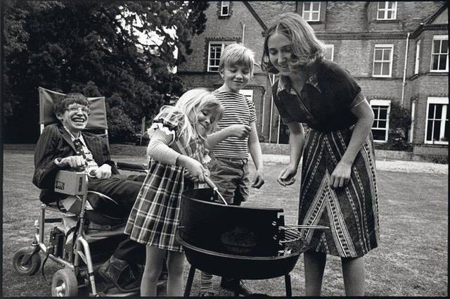 Thiên tài vật lý Stephen Hawking - người cha truyền cảm hứng và chưa bao giờ áp đặt con - Ảnh 5.