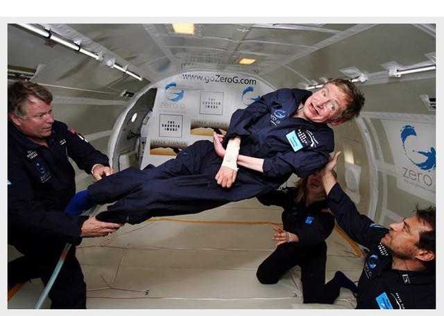 Cuộc đời sóng gió của Stephen Hawking: Bộ óc thiên tài trong thân hình teo tóp, hạnh phúc mỉm cười dưới vực thẳm bi quan - Ảnh 14.