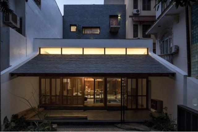 Ngôi nhà mang nét kiến trúc cổ Bắc Bộ xuất hiện lung linh trên báo ngoại - Ảnh 19.