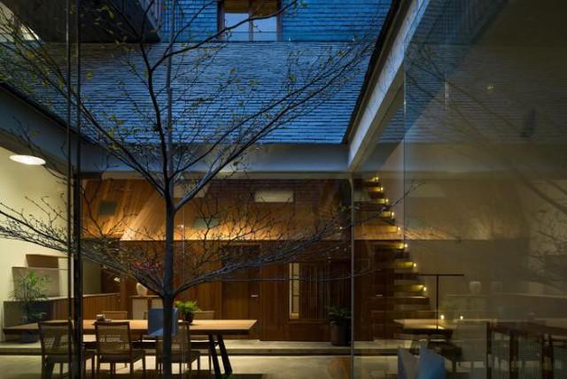 Ngôi nhà mang nét kiến trúc cổ Bắc Bộ xuất hiện lung linh trên báo ngoại - Ảnh 9.