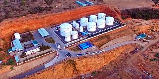 Đường dây buôn lậu xăng dầu 2.000 tỉ đồng được bảo kê - Ảnh 2.