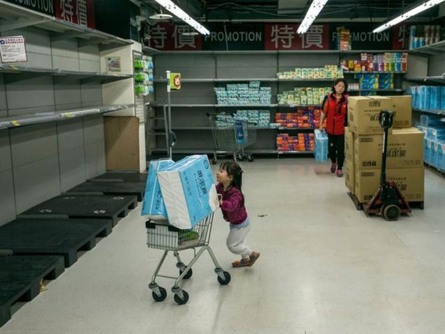 Công ty Đài Loan cấm nhân viên dùng giấy vệ sinh vì khan hiếm - Ảnh 1.