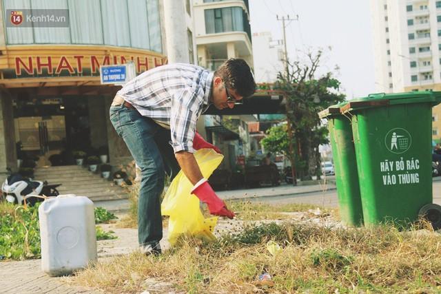 """Quá yêu Đà Nẵng, chàng trai Tây lặng lẽ nhặt rác mỗi ngày: """"Tôi không muốn thành phố này mất đẹp trong lòng du khách - Ảnh 12."""