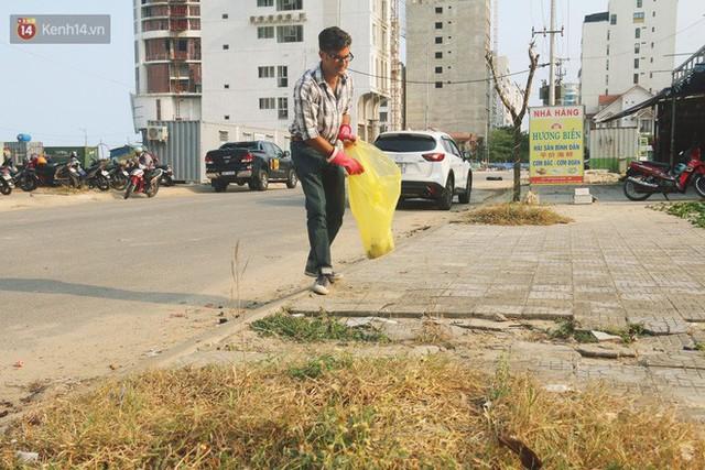 """Quá yêu Đà Nẵng, chàng trai Tây lặng lẽ nhặt rác mỗi ngày: """"Tôi không muốn thành phố này mất đẹp trong lòng du khách - Ảnh 11."""