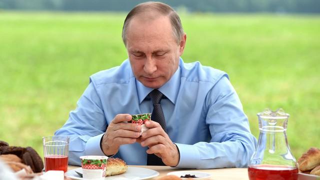 Thói quen ăn uống của tổng thống Vladimir Putin: Ít nhưng chất và cực khắt khe! - Ảnh 1.