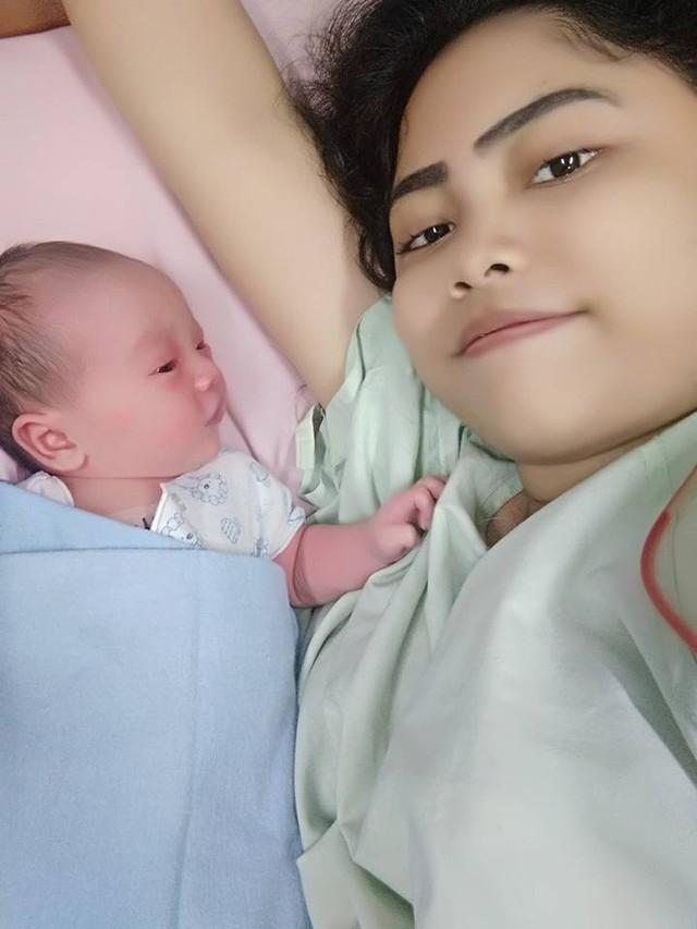 Lời cảnh tỉnh từ vụ việc bé trai 1 tháng tuổi tử vong do hít phải khói thuốc lá dẫn đến viêm phổi nặng - Ảnh 2.