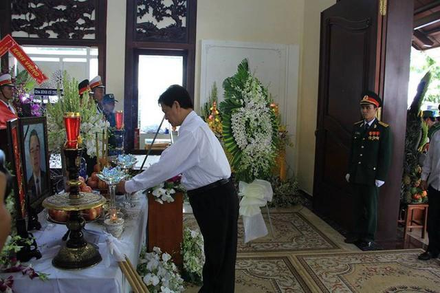 Thủ tướng Nguyễn Xuân Phúc đến nhà riêng nguyên Thủ tướng Phan Văn Khải - Ảnh 4.