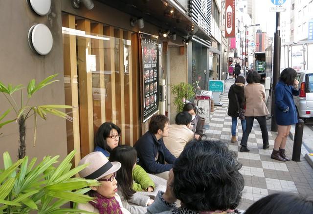 Blogger nổi tiếng Mark Wiens chia sẻ hành trình khám phá quán sushi cực ngon ở Tokyo - Ảnh 2.