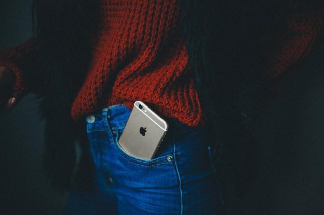 Khoa học khuyến cáo 10 vị trí không để điện thoại di động - Ảnh 2.