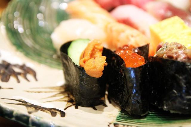Blogger nổi tiếng Mark Wiens chia sẻ hành trình khám phá quán sushi cực ngon ở Tokyo - Ảnh 11.