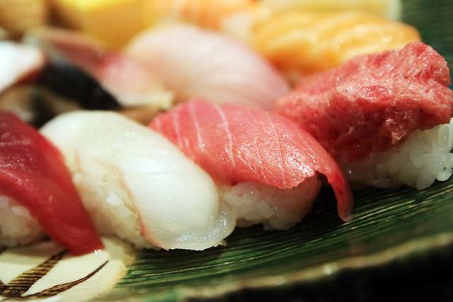 Blogger nổi tiếng Mark Wiens chia sẻ hành trình khám phá quán sushi cực ngon ở Tokyo - Ảnh 12.