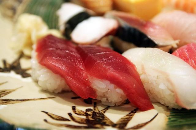 Blogger nổi tiếng Mark Wiens chia sẻ hành trình khám phá quán sushi cực ngon ở Tokyo - Ảnh 13.