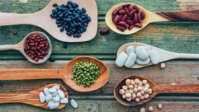 Phòng ngừa nguy cơ loãng xương sớm nhờ chăm bổ sung những loại thực phẩm này - Ảnh 3.
