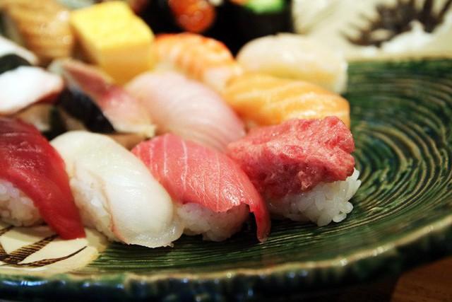 Blogger nổi tiếng Mark Wiens chia sẻ hành trình khám phá quán sushi cực ngon ở Tokyo - Ảnh 7.