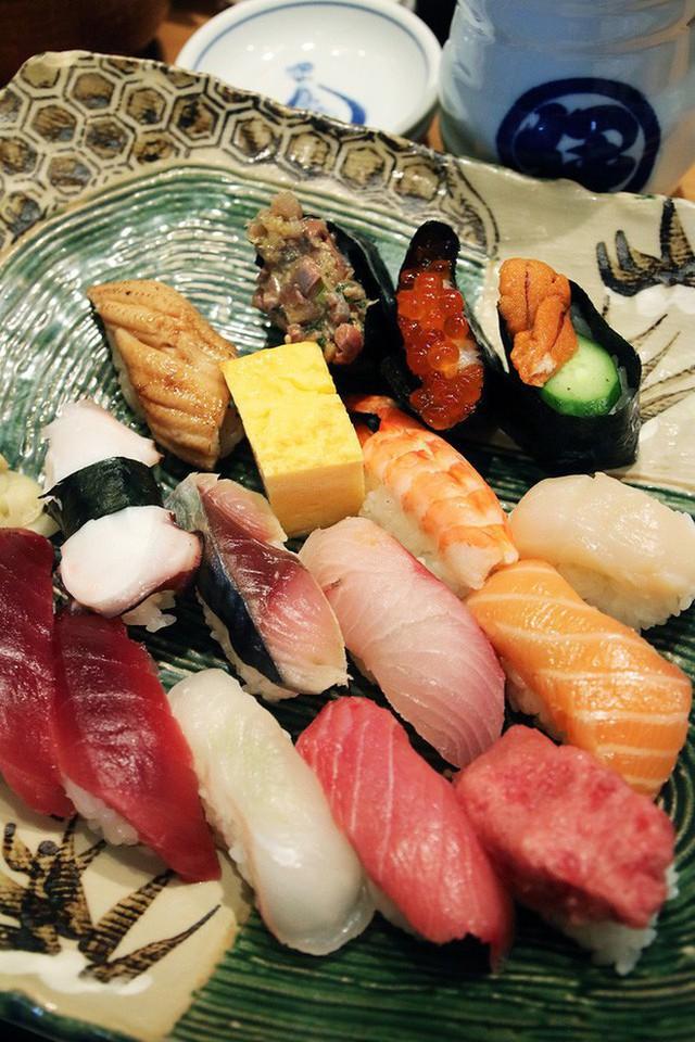 Blogger nổi tiếng Mark Wiens chia sẻ hành trình khám phá quán sushi cực ngon ở Tokyo - Ảnh 8.