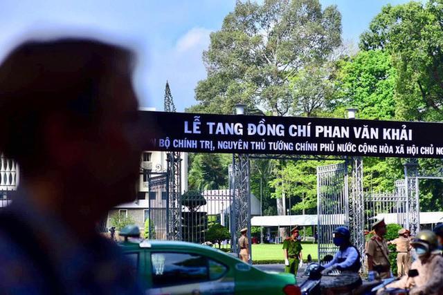 Nhiều đoàn lãnh đạo đến viếng cố Thủ tướng Phan Văn Khải tại Hội trường Thống Nhất - Ảnh 5.