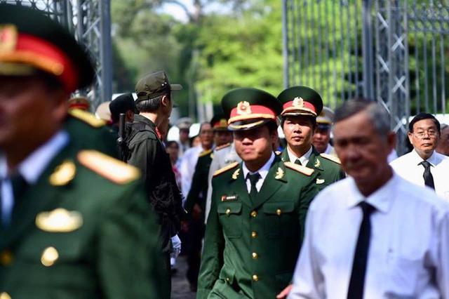 Nhiều đoàn lãnh đạo đến viếng cố Thủ tướng Phan Văn Khải tại Hội trường Thống Nhất - Ảnh 6.