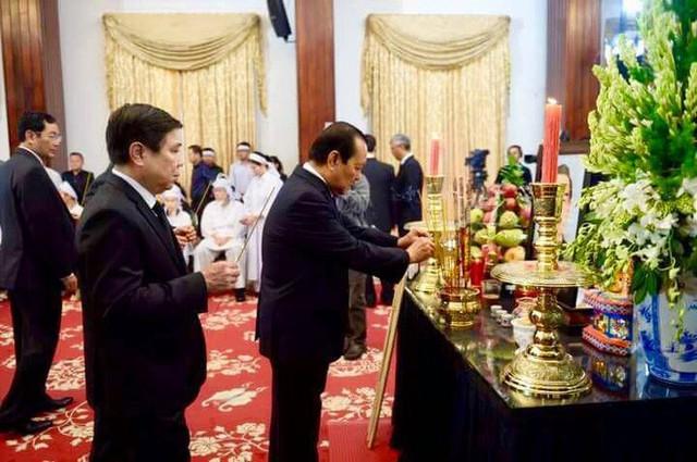 Nhiều đoàn lãnh đạo đến viếng cố Thủ tướng Phan Văn Khải tại Hội trường Thống Nhất - Ảnh 15.