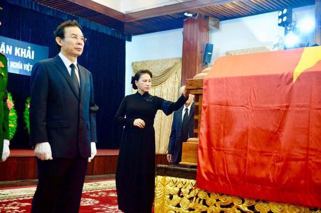 Nhiều đoàn lãnh đạo đến viếng cố Thủ tướng Phan Văn Khải tại Hội trường Thống Nhất - Ảnh 17.
