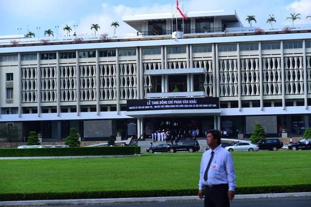 Nhiều đoàn lãnh đạo đến viếng cố Thủ tướng Phan Văn Khải tại Hội trường Thống Nhất - Ảnh 24.