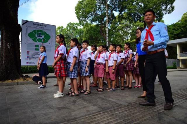 Nhiều đoàn lãnh đạo đến viếng cố Thủ tướng Phan Văn Khải tại Hội trường Thống Nhất - Ảnh 25.