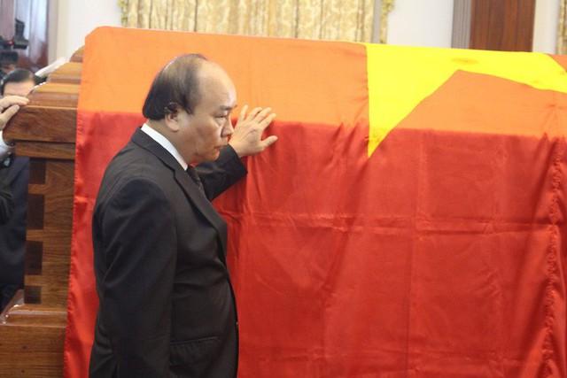 Nhiều đoàn lãnh đạo đến viếng cố Thủ tướng Phan Văn Khải tại Hội trường Thống Nhất - Ảnh 10.