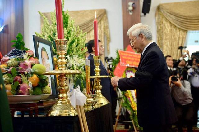 Nhiều đoàn lãnh đạo đến viếng cố Thủ tướng Phan Văn Khải tại Hội trường Thống Nhất - Ảnh 13.