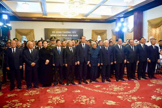 Nhiều đoàn lãnh đạo đến viếng cố Thủ tướng Phan Văn Khải tại Hội trường Thống Nhất - Ảnh 14.