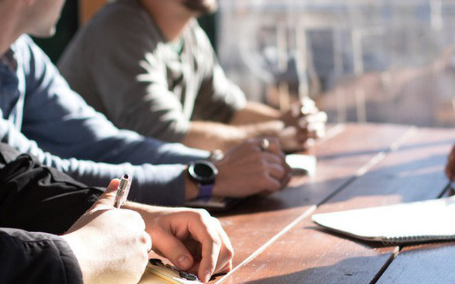 10 nguyên tắc nói chuyện bất thành văn này sẽ giúp bạn không