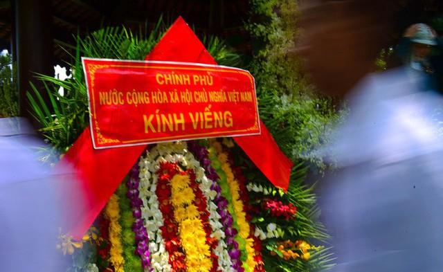 CHÙM ẢNH: Hoa và nước mắt trong ngày tiễn biệt cố Thủ Tướng Phan Văn Khải về với đất mẹ - Ảnh 18.