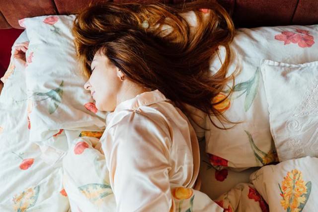 Tác hại không thể ngờ của những tư thế ngủ quen thuộc: Đọc và thay đổi ngay để cơ thể không còn nhức mỏi - Ảnh 4.