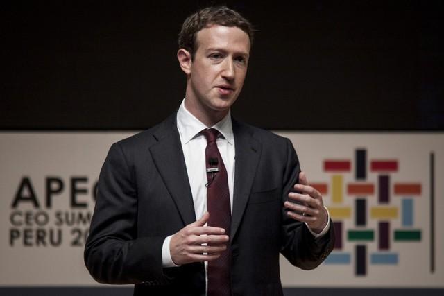 Mark Zuckerberg là thần đồng, là tỷ phú nhưng cũng là con người và không thể tránh được sai lầm với nhiều lần cúi đầu xin lỗi - Ảnh 1.