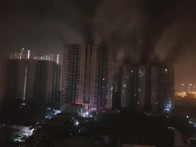 Ký ức kinh hoàng của người chồng mất cả gia đình trong vụ cháy ở Carina: Ôm đứa bé chạy trong khói lửa mà ngỡ là con mình - Ảnh 2.