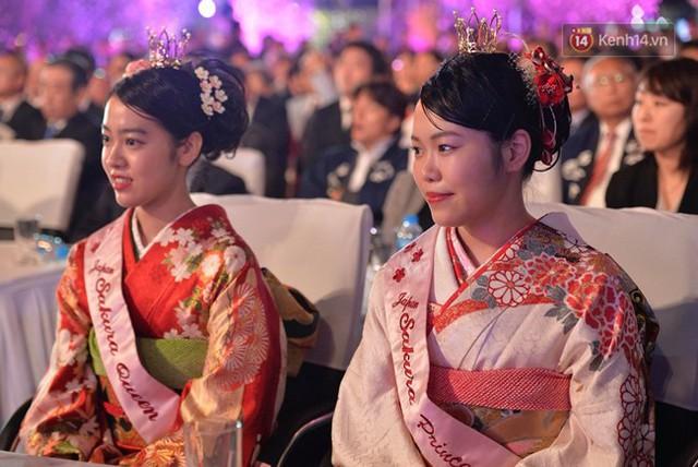 Nữ hoàng và công chúa hoa anh đào trao hoa khai mạc lễ hội giao lưu văn hoá Việt Nam - Nhật Bản - Ảnh 1.