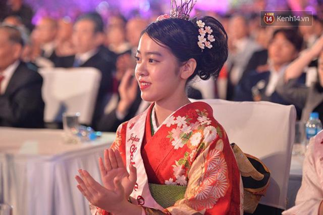 Nữ hoàng và công chúa hoa anh đào trao hoa khai mạc lễ hội giao lưu văn hoá Việt Nam - Nhật Bản - Ảnh 2.